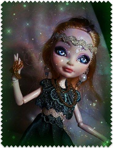 """Всем-всем-всем """"Бон суар""""! То есть, добрый вечер))))))))  В данном блоге у меня работа на конкурс от  Alyona The Monster """"Мисс Кукольная Жизнь"""" (http://stranamasterov.ru/node/1046432).    В условиях конкурса была сказано, что для первого этапа нужно сшить наряд, который, по мнению участника, хорошо смотрится на кукле. И я сшила для Аниты (да-да, я снова её переименовала, а анкету и биографию выложу в конце блога, за что организатор конкурса, надеюсь, на меня не рассердится) длинное вечернее платье из зеленого атласа (основной материал, остальное: тесьма и пр.) фото 5"""