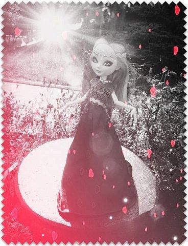 """Всем-всем-всем """"Бон суар""""! То есть, добрый вечер))))))))  В данном блоге у меня работа на конкурс от  Alyona The Monster """"Мисс Кукольная Жизнь"""" (http://stranamasterov.ru/node/1046432).    В условиях конкурса была сказано, что для первого этапа нужно сшить наряд, который, по мнению участника, хорошо смотрится на кукле. И я сшила для Аниты (да-да, я снова её переименовала, а анкету и биографию выложу в конце блога, за что организатор конкурса, надеюсь, на меня не рассердится) длинное вечернее платье из зеленого атласа (основной материал, остальное: тесьма и пр.) фото 7"""