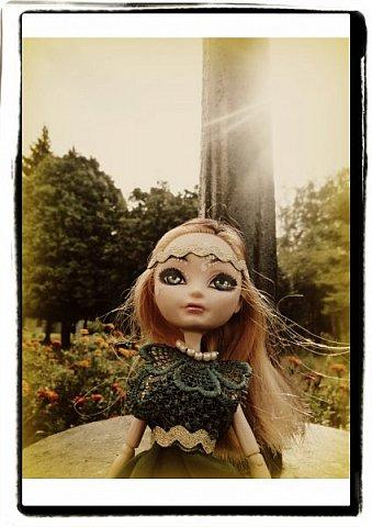 """Всем-всем-всем """"Бон суар""""! То есть, добрый вечер))))))))  В данном блоге у меня работа на конкурс от  Alyona The Monster """"Мисс Кукольная Жизнь"""" (http://stranamasterov.ru/node/1046432).    В условиях конкурса была сказано, что для первого этапа нужно сшить наряд, который, по мнению участника, хорошо смотрится на кукле. И я сшила для Аниты (да-да, я снова её переименовала, а анкету и биографию выложу в конце блога, за что организатор конкурса, надеюсь, на меня не рассердится) длинное вечернее платье из зеленого атласа (основной материал, остальное: тесьма и пр.) фото 10"""