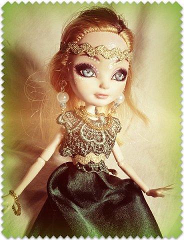 """Всем-всем-всем """"Бон суар""""! То есть, добрый вечер))))))))  В данном блоге у меня работа на конкурс от  Alyona The Monster """"Мисс Кукольная Жизнь"""" (http://stranamasterov.ru/node/1046432).    В условиях конкурса была сказано, что для первого этапа нужно сшить наряд, который, по мнению участника, хорошо смотрится на кукле. И я сшила для Аниты (да-да, я снова её переименовала, а анкету и биографию выложу в конце блога, за что организатор конкурса, надеюсь, на меня не рассердится) длинное вечернее платье из зеленого атласа (основной материал, остальное: тесьма и пр.) фото 1"""