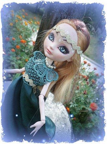 """Всем-всем-всем """"Бон суар""""! То есть, добрый вечер))))))))  В данном блоге у меня работа на конкурс от  Alyona The Monster """"Мисс Кукольная Жизнь"""" (http://stranamasterov.ru/node/1046432).    В условиях конкурса была сказано, что для первого этапа нужно сшить наряд, который, по мнению участника, хорошо смотрится на кукле. И я сшила для Аниты (да-да, я снова её переименовала, а анкету и биографию выложу в конце блога, за что организатор конкурса, надеюсь, на меня не рассердится) длинное вечернее платье из зеленого атласа (основной материал, остальное: тесьма и пр.) фото 9"""
