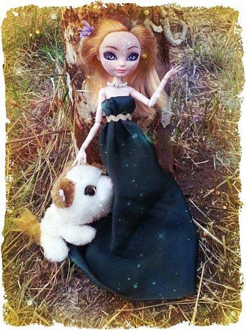 """Всем-всем-всем """"Бон суар""""! То есть, добрый вечер))))))))  В данном блоге у меня работа на конкурс от  Alyona The Monster """"Мисс Кукольная Жизнь"""" (http://stranamasterov.ru/node/1046432).    В условиях конкурса была сказано, что для первого этапа нужно сшить наряд, который, по мнению участника, хорошо смотрится на кукле. И я сшила для Аниты (да-да, я снова её переименовала, а анкету и биографию выложу в конце блога, за что организатор конкурса, надеюсь, на меня не рассердится) длинное вечернее платье из зеленого атласа (основной материал, остальное: тесьма и пр.) фото 13"""