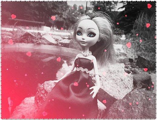 """Всем-всем-всем """"Бон суар""""! То есть, добрый вечер))))))))  В данном блоге у меня работа на конкурс от  Alyona The Monster """"Мисс Кукольная Жизнь"""" (http://stranamasterov.ru/node/1046432).    В условиях конкурса была сказано, что для первого этапа нужно сшить наряд, который, по мнению участника, хорошо смотрится на кукле. И я сшила для Аниты (да-да, я снова её переименовала, а анкету и биографию выложу в конце блога, за что организатор конкурса, надеюсь, на меня не рассердится) длинное вечернее платье из зеленого атласа (основной материал, остальное: тесьма и пр.) фото 14"""