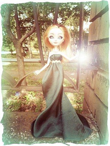 """Всем-всем-всем """"Бон суар""""! То есть, добрый вечер))))))))  В данном блоге у меня работа на конкурс от  Alyona The Monster """"Мисс Кукольная Жизнь"""" (http://stranamasterov.ru/node/1046432).    В условиях конкурса была сказано, что для первого этапа нужно сшить наряд, который, по мнению участника, хорошо смотрится на кукле. И я сшила для Аниты (да-да, я снова её переименовала, а анкету и биографию выложу в конце блога, за что организатор конкурса, надеюсь, на меня не рассердится) длинное вечернее платье из зеленого атласа (основной материал, остальное: тесьма и пр.) фото 17"""