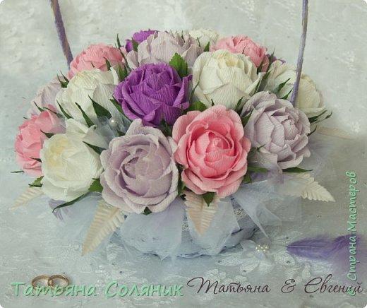 У всех идет подготовка к 1 сентября, а у нас свадебный переполох!!!! Заказали цветы в качестве бомбоньерок. И в связи с этим, дома появилась клумба с розами, целых 70 штук.  Нарезая тысячный лепесток, мне даже казалось, что они пахнут!!!))))) Н фото 7