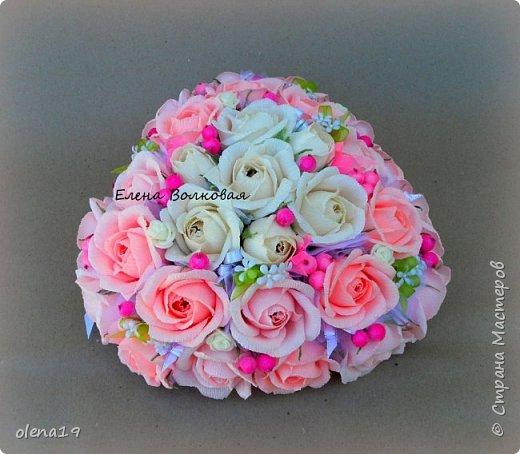 """""""Любовь - это одно на двоих сердце"""" Подарок к свадьбе. Для большого сердца использовано 31 шт конфет """"Трюфель"""" АВК. Две подвески - сердечки из мешковины. фото 3"""