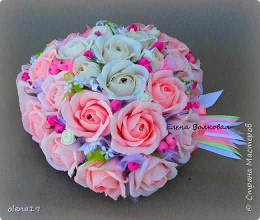 """""""Любовь - это одно на двоих сердце"""" Подарок к свадьбе. Для большого сердца использовано 31 шт конфет """"Трюфель"""" АВК. Две подвески - сердечки из мешковины. фото 4"""