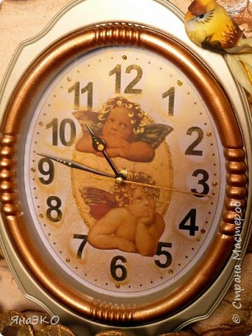 Обычные китайские часы для детской мне показались очень скучными, и я решила их немного оживить.    Башня сделана из потолочной плитки; камешки объёмные, сформированы из шпатлёвки. Всё раскрашено акриловыми красками и украшено камешками марблс.  фото 2