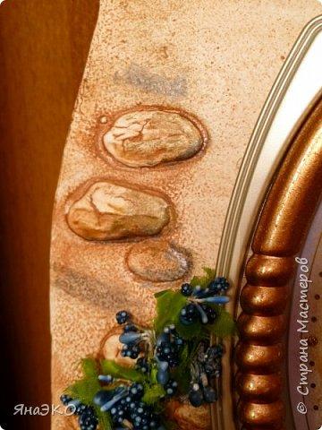Обычные китайские часы для детской мне показались очень скучными, и я решила их немного оживить.    Башня сделана из потолочной плитки; камешки объёмные, сформированы из шпатлёвки. Всё раскрашено акриловыми красками и украшено камешками марблс.  фото 3