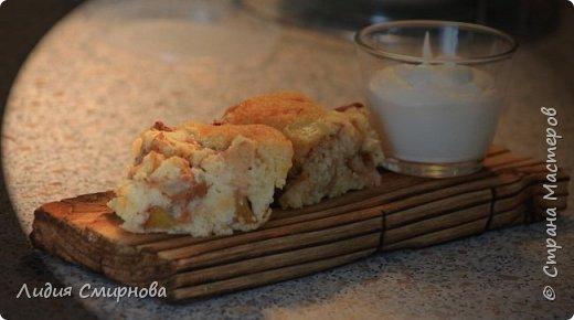 На фото яблочно-персиковый пирог и в качестве соуса к нему просто взбила творог с большим количеством сметаны (+сахар и ванилин) Пирог пекла в качестве эксперимента для персиков, которые в этом году я заготовила в виде порезанных кусочков и порционно замороженных в морозилке. После разморозки персики отдаленно походят на консервированные. Яблоки были свежие. А вобще я обычно этот пирог пеку с начинкой из ягод (чем кислее - тем лучше)) Но на самом деле...Конечно же))) Я опять, в очередной раз, и еще много-много раз буду любоваться на свои брашированные досочки))  фото 4