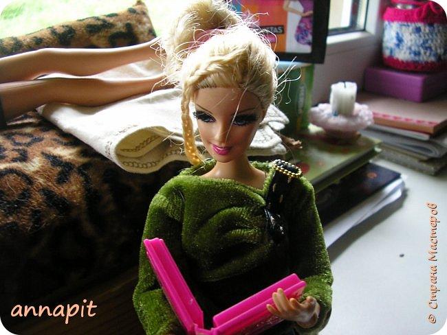 Привет, я Спектра и сегодня пока Ани нету я вас познакомлю с некоторыми кукло-жителями.Аня мне сшила этот домашний комплект. Это я. Биография Имя: Спектра Вондергейст Возраст: 17 лет Учится с Лучшими подругами Сериз и Рози.  фото 4