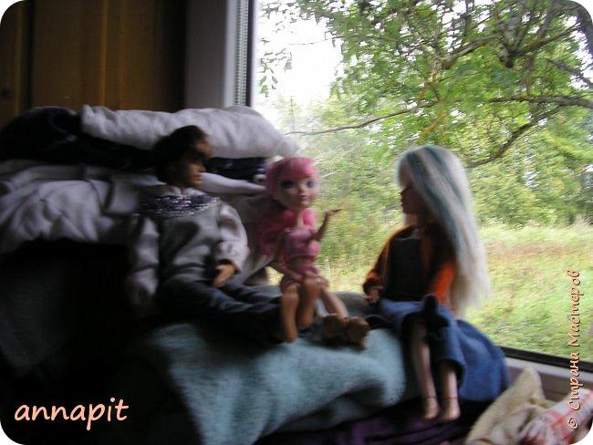 Привет, я Спектра и сегодня пока Ани нету я вас познакомлю с некоторыми кукло-жителями.Аня мне сшила этот домашний комплект. Это я. Биография Имя: Спектра Вондергейст Возраст: 17 лет Учится с Лучшими подругами Сериз и Рози.  фото 6