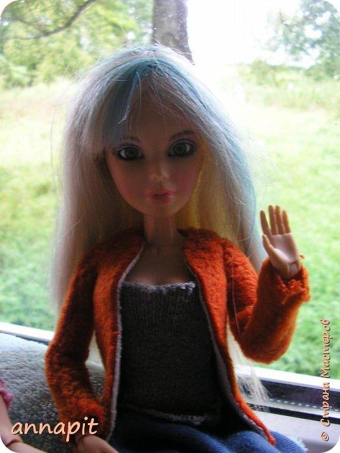 Привет, я Спектра и сегодня пока Ани нету я вас познакомлю с некоторыми кукло-жителями.Аня мне сшила этот домашний комплект. Это я. Биография Имя: Спектра Вондергейст Возраст: 17 лет Учится с Лучшими подругами Сериз и Рози.  фото 8