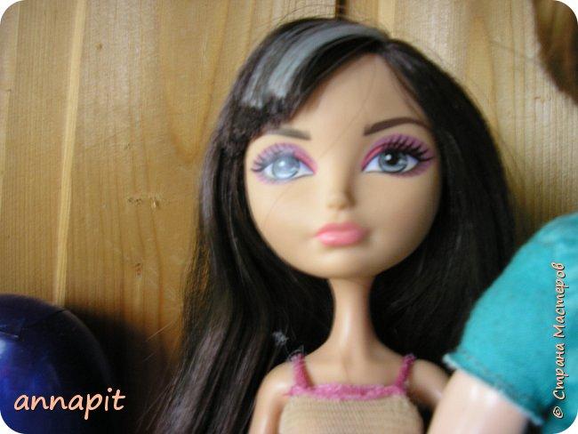 Привет, я Спектра и сегодня пока Ани нету я вас познакомлю с некоторыми кукло-жителями.Аня мне сшила этот домашний комплект. Это я. Биография Имя: Спектра Вондергейст Возраст: 17 лет Учится с Лучшими подругами Сериз и Рози.  фото 12