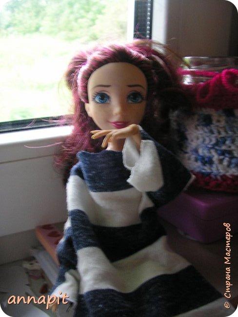 Привет, я Спектра и сегодня пока Ани нету я вас познакомлю с некоторыми кукло-жителями.Аня мне сшила этот домашний комплект. Это я. Биография Имя: Спектра Вондергейст Возраст: 17 лет Учится с Лучшими подругами Сериз и Рози.  фото 14