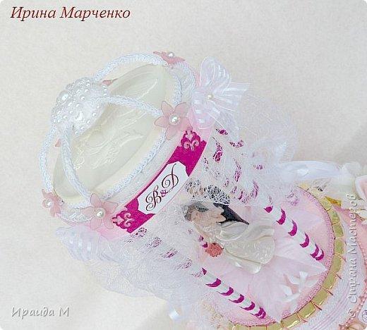 Прошли те времена, когда свадьба ассоциировалась исключительно с белым цветом и строгой традицией. Сегодня в моде цветная свадьба, и чем ярче, тем лучше. Подарок на цветную свадьбу -цвет фуксии. фото 2