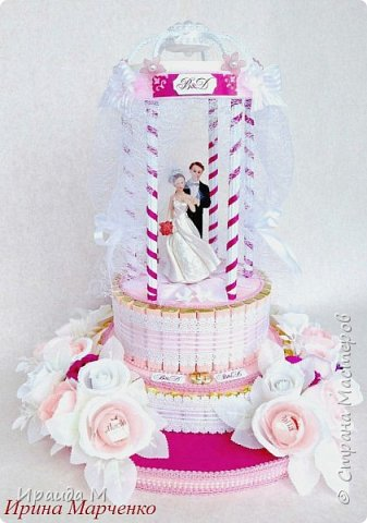 Прошли те времена, когда свадьба ассоциировалась исключительно с белым цветом и строгой традицией. Сегодня в моде цветная свадьба, и чем ярче, тем лучше. Подарок на цветную свадьбу -цвет фуксии. фото 1