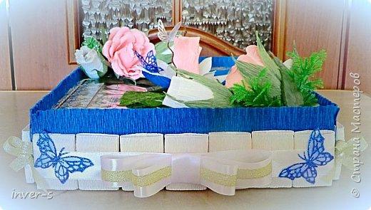 Подарок на юбилей мамы) Подарок, как и полагается с сюрпризом.В коробочке красивая праздничная льняная скатерть. Ну, а к ней сладкий бонус))  Это скатерть самобранка, которая подверглась моей бурной фантазии при оформлении её в подарок)) фото 2