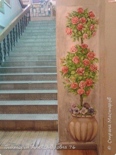 Такое живое розовое дерево поселилось в рекреации нашего учебного заведения. фото 1