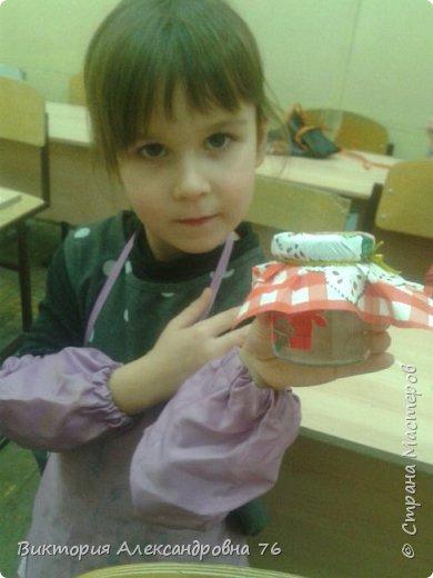 Для праздника на который был приглашен Карлсон обязательно нужно было иметь баночки с вареньем, которые дети с успехом и сделали. фото 2