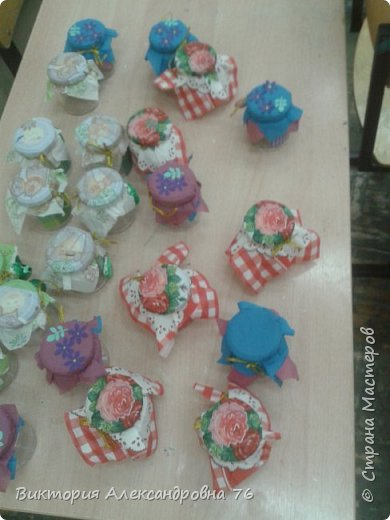 Для праздника на который был приглашен Карлсон обязательно нужно было иметь баночки с вареньем, которые дети с успехом и сделали. фото 3