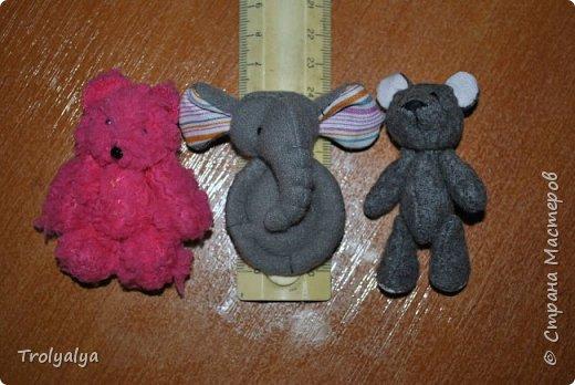 Дочь была на выставке в Москве и насмотрела там брошки-слоники. Купить нам оказалось не по карману, но я сшила ей почти таких же))  фото 3