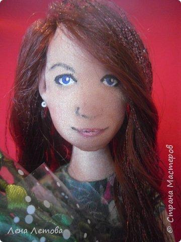 Кукла-это подарок на юбилей для сестры мужа. Все были в восторге.Выкройку взяла из интернета. Набивка-синтепон. Роспись-акриловые краски. Ростом около 25 см. фото 3