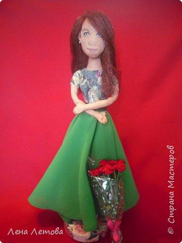 Кукла-это подарок на юбилей для сестры мужа. Все были в восторге.Выкройку взяла из интернета. Набивка-синтепон. Роспись-акриловые краски. Ростом около 25 см. фото 2