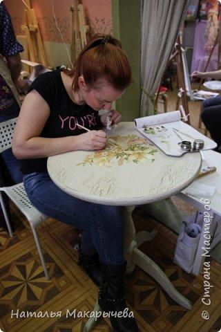 Вот такой столик расписала я  масляными красками!  фото 3