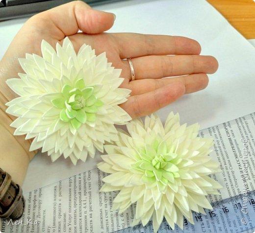 Не за горами начало нового учебного года, и по традиции 1 сентября волосы школьниц украшают нарядными белыми бантиками, ну а у меня натворились такие белые хризантемы! фото 3