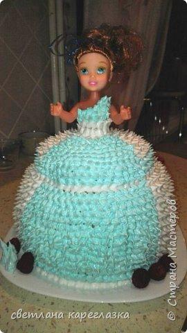 Это тортик на день рождение моей доченьки. Внутри шоколад на кипятке и сливочно-творожный мусс с вишней.  фото 5