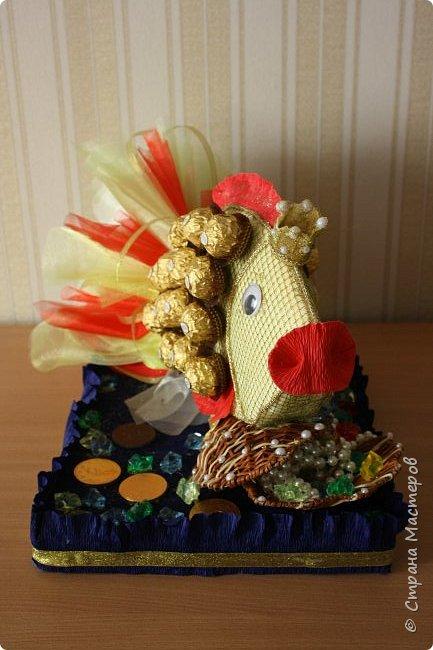 """Вот такую золотую рыбку нам подарили. Правда ни одного моего желания она не исполнила, а вот желание моих детей """"Дай конфету"""" исполняет сразу. фото 2"""