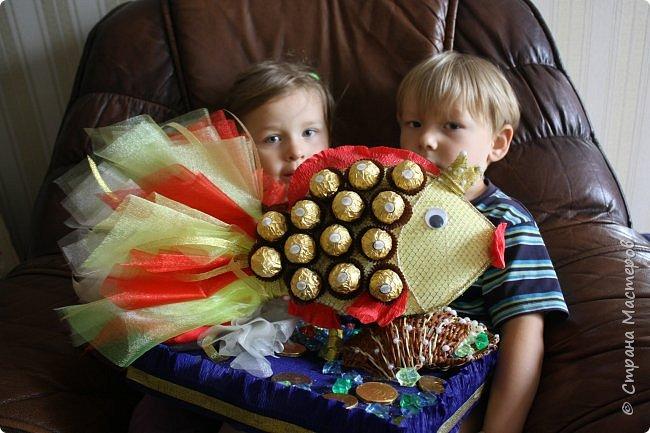 """Вот такую золотую рыбку нам подарили. Правда ни одного моего желания она не исполнила, а вот желание моих детей """"Дай конфету"""" исполняет сразу. фото 10"""