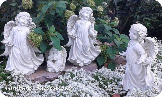 """""""Я осную здесь такую обитель Мою, равной которой не было, нет и не будет никогда во всем свете: это четвертый жребий Мой во вселенной. И как звезды небесные и как песок морской умножу Я тут служащих Господу Богу и Меня, Приснодеву, Матерь Света, и Сына Моего Иисуса Христа величающих: и благодать Всесвятого Духа Божия и обилие всех благ земных и небесных, с малыми трудами человеческими, не оскудеют от этого места Моего возлюбленного!"""" (из летописи монастыря)  Очередная наша поездка в Свято-Троицкий-Серафимо-Дивеевский монастырь... За 10 лет фотографий просто сотни... Дивеево разрастается, красивеет, строятся новые храмы, сестринские корпуса, скульптурные композиции...  Любимейшее место на земле... фото 4"""