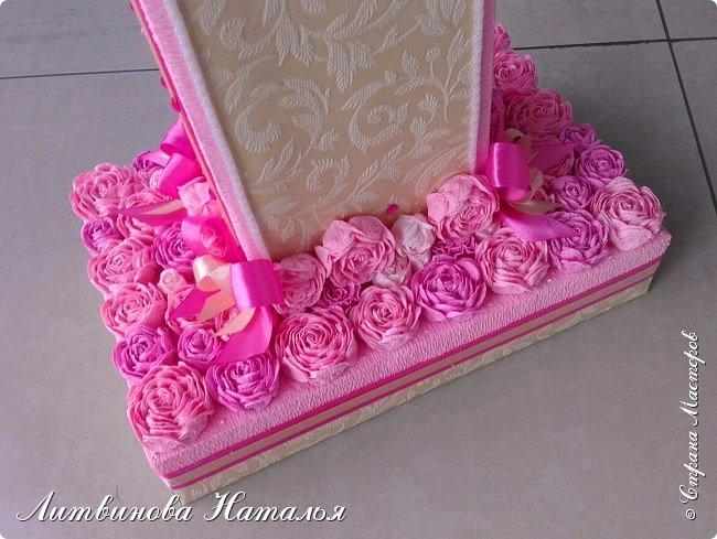 Попросили сделать для фотосессии....на годик доченьке, в розовых тонах. Розы, крученые из гофры, около 200шт + обои. Основа пенопласт.  Высота 65см, основание 27см*18см ...Толщина цифры 7,5см фото 4