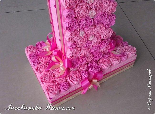 Попросили сделать для фотосессии....на годик доченьке, в розовых тонах. Розы, крученые из гофры, около 200шт + обои. Основа пенопласт.  Высота 65см, основание 27см*18см ...Толщина цифры 7,5см фото 3