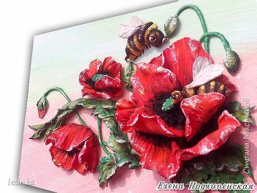 Летом пчелкам целый день  Собирать нектар не лень.  Отнесут его потом  В улей-свой чудесный дом.  Над цветком пчела жужжит  И нектар собрать спешит.  Весь нектар, что соберет,  Превращает пчелка в мед.                                      Г. Ряскина фото 4