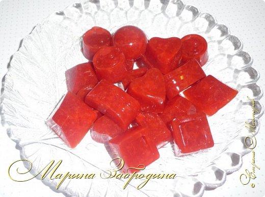 Здравствуйте, пишу Вам один очень простой, вкусный и сладкий рецепт - домашний мармелад из агар-агара. Готовится очень быстро. Для его приготовления я возьму клубнику, но теоретически можно выбрать любое ягодное пюре или фруктовый сок. фото 10