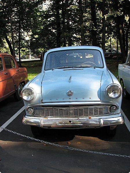 Первый полностью советский автомобиль АМО-Ф-15 был произведен заводом АМО в 1924 году.  С этого момента начинается развитие советского автомобилестроения.  В 1931—1933 предприятие АМО было реконструировано и, переименованное в ЗИС, выпускало грузовики по лицензии американской фирмы Autocar, а в Нижнем Новгороде (позже Горький) в 1930—1932 было построено предприятие НАЗ (ГАЗ), выпускавшее легковые и грузовые автомобили по лицензии фирмы Ford Motor.  Оба предприятия, построенные в ходе индустриализации, стали основой национального автомобилестроения и вместе с менее крупными предприятиями (Первый автосборочный, позже ГЗА (Нижний Новгород/Горький), ЯГАЗ — бывший «Лебедев» (Ярославль), КИМ (Москва) и т. д.) обеспечили к 1938 году выход СССР на первое место в Европе и второе в мире по выпуску грузовиков. фото 6