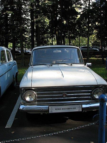 Первый полностью советский автомобиль АМО-Ф-15 был произведен заводом АМО в 1924 году.  С этого момента начинается развитие советского автомобилестроения.  В 1931—1933 предприятие АМО было реконструировано и, переименованное в ЗИС, выпускало грузовики по лицензии американской фирмы Autocar, а в Нижнем Новгороде (позже Горький) в 1930—1932 было построено предприятие НАЗ (ГАЗ), выпускавшее легковые и грузовые автомобили по лицензии фирмы Ford Motor.  Оба предприятия, построенные в ходе индустриализации, стали основой национального автомобилестроения и вместе с менее крупными предприятиями (Первый автосборочный, позже ГЗА (Нижний Новгород/Горький), ЯГАЗ — бывший «Лебедев» (Ярославль), КИМ (Москва) и т. д.) обеспечили к 1938 году выход СССР на первое место в Европе и второе в мире по выпуску грузовиков. фото 7