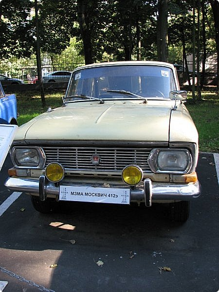 Первый полностью советский автомобиль АМО-Ф-15 был произведен заводом АМО в 1924 году.  С этого момента начинается развитие советского автомобилестроения.  В 1931—1933 предприятие АМО было реконструировано и, переименованное в ЗИС, выпускало грузовики по лицензии американской фирмы Autocar, а в Нижнем Новгороде (позже Горький) в 1930—1932 было построено предприятие НАЗ (ГАЗ), выпускавшее легковые и грузовые автомобили по лицензии фирмы Ford Motor.  Оба предприятия, построенные в ходе индустриализации, стали основой национального автомобилестроения и вместе с менее крупными предприятиями (Первый автосборочный, позже ГЗА (Нижний Новгород/Горький), ЯГАЗ — бывший «Лебедев» (Ярославль), КИМ (Москва) и т. д.) обеспечили к 1938 году выход СССР на первое место в Европе и второе в мире по выпуску грузовиков. фото 9