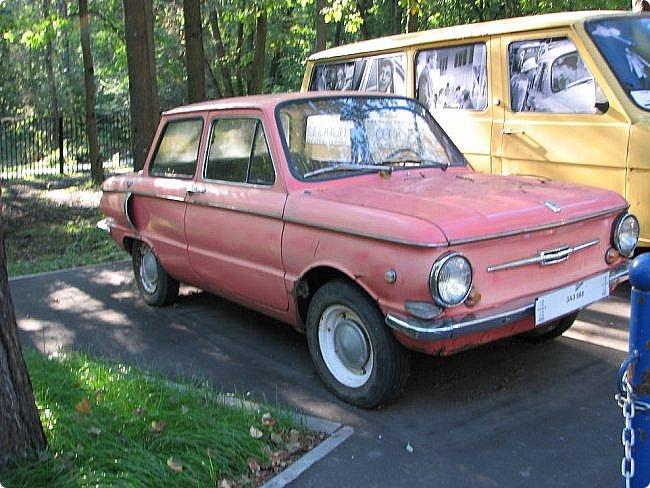 Первый полностью советский автомобиль АМО-Ф-15 был произведен заводом АМО в 1924 году.  С этого момента начинается развитие советского автомобилестроения.  В 1931—1933 предприятие АМО было реконструировано и, переименованное в ЗИС, выпускало грузовики по лицензии американской фирмы Autocar, а в Нижнем Новгороде (позже Горький) в 1930—1932 было построено предприятие НАЗ (ГАЗ), выпускавшее легковые и грузовые автомобили по лицензии фирмы Ford Motor.  Оба предприятия, построенные в ходе индустриализации, стали основой национального автомобилестроения и вместе с менее крупными предприятиями (Первый автосборочный, позже ГЗА (Нижний Новгород/Горький), ЯГАЗ — бывший «Лебедев» (Ярославль), КИМ (Москва) и т. д.) обеспечили к 1938 году выход СССР на первое место в Европе и второе в мире по выпуску грузовиков. фото 10