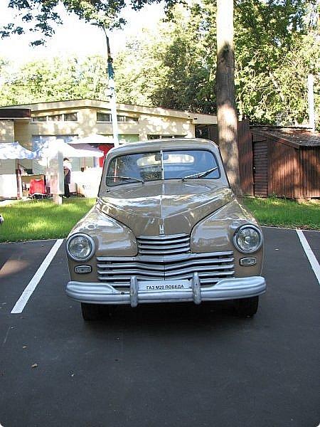 Первый полностью советский автомобиль АМО-Ф-15 был произведен заводом АМО в 1924 году.  С этого момента начинается развитие советского автомобилестроения.  В 1931—1933 предприятие АМО было реконструировано и, переименованное в ЗИС, выпускало грузовики по лицензии американской фирмы Autocar, а в Нижнем Новгороде (позже Горький) в 1930—1932 было построено предприятие НАЗ (ГАЗ), выпускавшее легковые и грузовые автомобили по лицензии фирмы Ford Motor.  Оба предприятия, построенные в ходе индустриализации, стали основой национального автомобилестроения и вместе с менее крупными предприятиями (Первый автосборочный, позже ГЗА (Нижний Новгород/Горький), ЯГАЗ — бывший «Лебедев» (Ярославль), КИМ (Москва) и т. д.) обеспечили к 1938 году выход СССР на первое место в Европе и второе в мире по выпуску грузовиков. фото 2