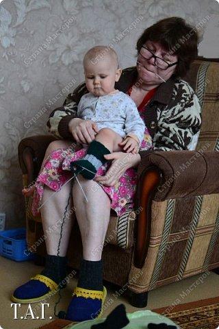 Что подарить малышу? У меня нет сомнения- носочки, связанные своими руками.  Приводя в систему снимки, наткнулась на несколько фото носочков. Создавались они в разное время и в разные годы. фото 17