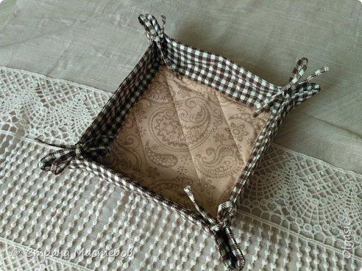 Наконец-то сшила что-то для себя) давно хотела такую для хлеба. Размер дна 15*15. Выполнена по этому МК http://artappetite.ru/2013/03/kak-sshit-konfetnicu-master-klass/ фото 2