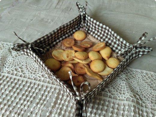 Наконец-то сшила что-то для себя) давно хотела такую для хлеба. Размер дна 15*15. Выполнена по этому МК http://artappetite.ru/2013/03/kak-sshit-konfetnicu-master-klass/ фото 1