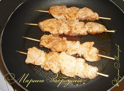 Здравствуйте, сегодня пишу рецепт вкусных куриных шашлычков в паприке на сковороде. Отличная идея для домашнего ужина или обеда. Блюдо очень простое в приготовлении, а результат отличный. Мясо нежное, и вкусное.  фото 7