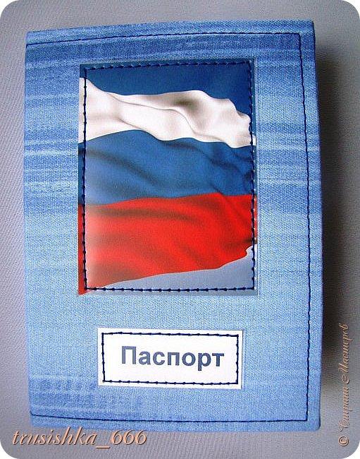 """Вот и обложечки готовы, это второе, что хочу показать Вам сегодня. И опять же все поедет к маме, подружка увидела у нее обложку на паспорт, которую я ей делала, и тоже очень захотела. Но... обязательное условие - надпись """"Гражданочка-Россияночка"""" с красивой леди.  Ну а потом мама сказала сделать не одну, а несколько обложек для женщин и мужчин, получилось по 5 штук. Женские мягкие, мужские твердые.  Что-то машинка у меня то шьет, то не шьет, строчка ездит, ну уж как получилось, что пенять на зеркало, коли рожа не вышла, как говорится... фото 12"""