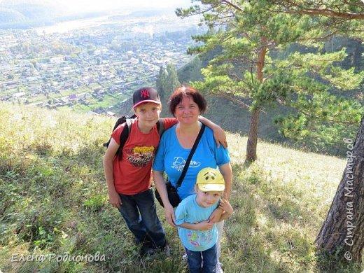 В прошлые выходные выдался погожий денёк, и решили мы с семьёй в горы сходить. Тем более, что ехать никуда не надо. Вышел из дома и минут через 20 ты уже у подножия гор стоишь. Дело за малым: забраться наверх. фото 5