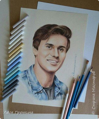 Портреты цветными акварельными карандашами на пастельной бумаге. фото 5
